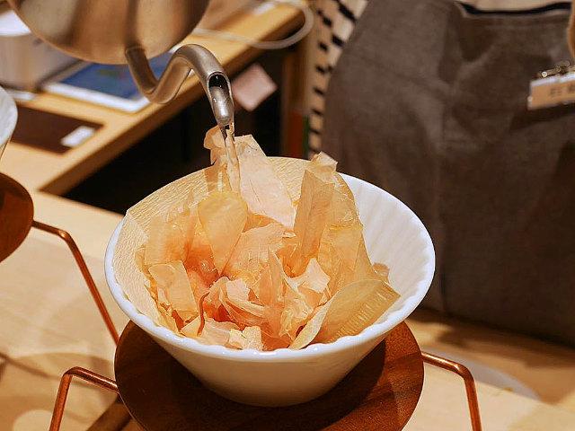 日本初の「ハンドドリップだし」とは!?「だし」のうまみをコーヒー感覚で味わえる「だし専門店」