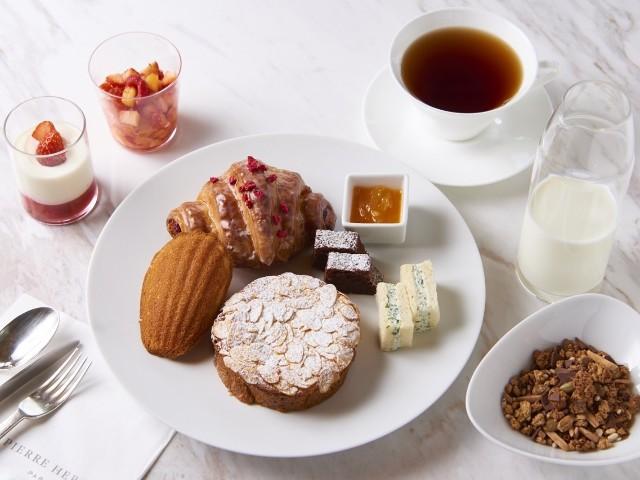 『ピエール・エルメ・パリ 青山』から始まる新しい朝。月に一度だけの朝食コースで、至福のひとときを