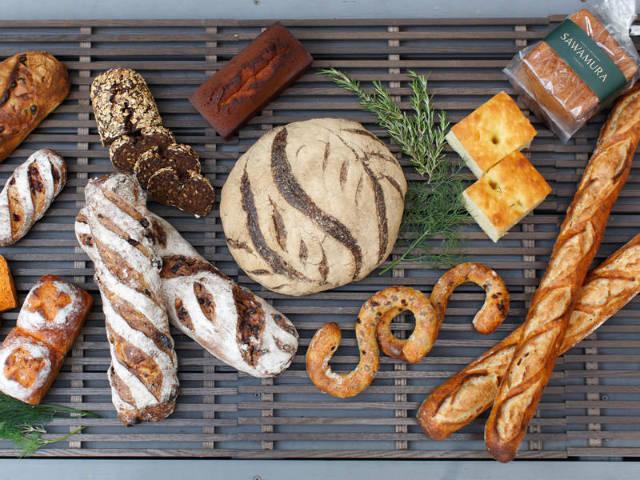 【新宿】深夜まで焼きたてパンが楽しめる!パン好きを虜にした軽井沢のベーカリー『サワムラ』