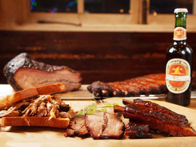 塊肉をなんと10時間焼き! 湘南で食べるアメリカ仕込のBBQ