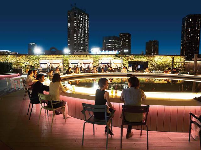 ビールのつまみは都会の夜景! 絶品グルメもそろう、都内でオススメの「夜景が見えるビアガーデン」5選