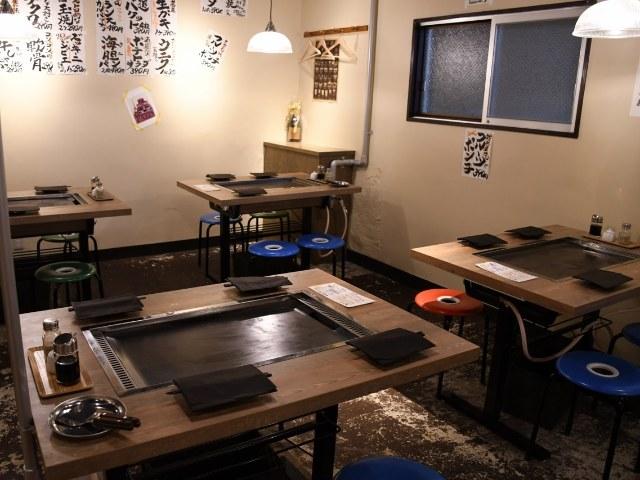 食材ストッカーは階下の「市場」!カジュアルさと自由度が魅力の鉄板ビストロ