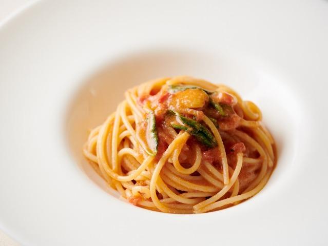 パスタの調理法をプロが伝授!詳しい手順で定番「フレッシュトマトのスパゲッティ」がマスターできる!