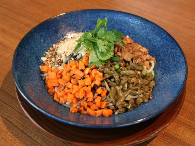 大注目のチャイニーズバルが銀座に初上陸! 中国5大麺の一つ「レッカン麺」は必食のおいしさ