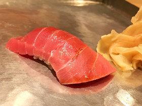 銀座にて、魚を知り尽くした女性料理人のシャレた味わいを楽しめる割烹の素晴らしさに酔う