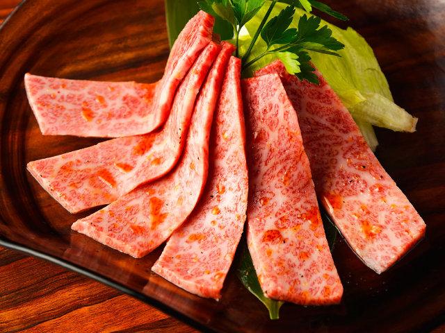 極上「牛肉」を「飲めるタレ」につけて食べる、最強の焼肉店を発見した! 店の名は…