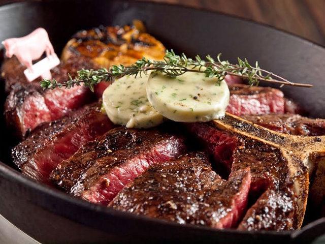 肉は骨付きが超ウマい! Tボーンステーキが絶品すぎる、アメリカ発の『BLTステーキ』【六本木】
