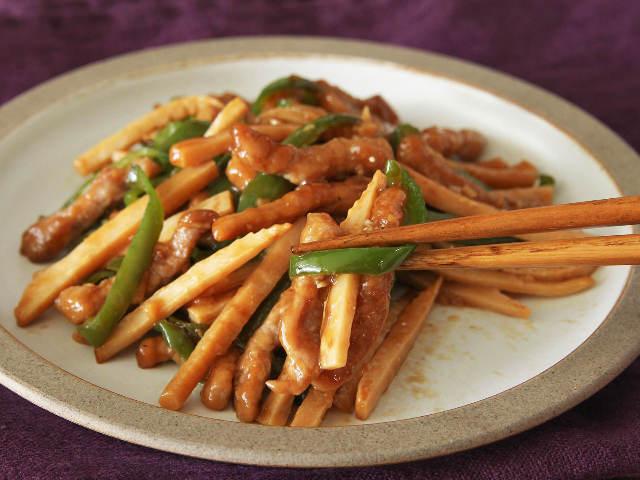 切り方・炒め方で段違いのおいしさに!いつもの材料で驚くほどおいしい「チンジャオロース」の簡単レシピ