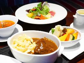 上京した両親も感激!東京駅の名門ホテルで味わう、黒毛和牛の絶品シチューランチ
