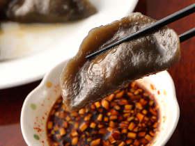 ぷるっぷるの衝撃! 餃子マニアも驚く、中国東北のソウルフード「黒い餃子」が旨すぎてやばい
