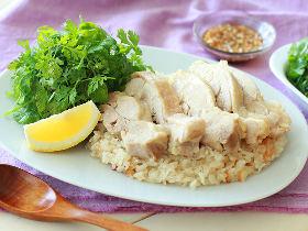 炊飯器に入れるだけ!鶏の旨みがクセになる「海南鶏飯(ハイナンジーファン)」簡単レシピ