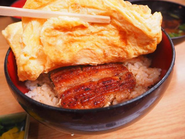 インパクト大!古都京都のレトロ空間でいただく、はみ出し御免のきんし丼