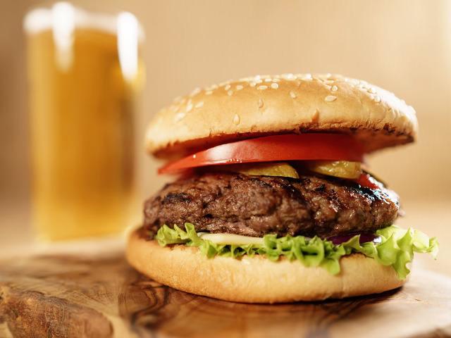 肉汁あふれるハンバーガーとクラフトビールは最強コンビ! 都内で「バーガー&ビアが楽しめる店」まとめ