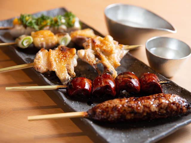 焼き鳥の名店『床島』から独立オープン!新鮮なフランス鶏を絶妙な火入れで味わう『焼き鳥 峠』【神楽坂】