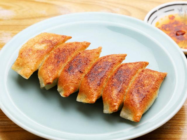 浅草を代表する「握りたて餃子」がこれだ! 江戸っ子3代目当主が握る、ウマすぎる餃子の老舗