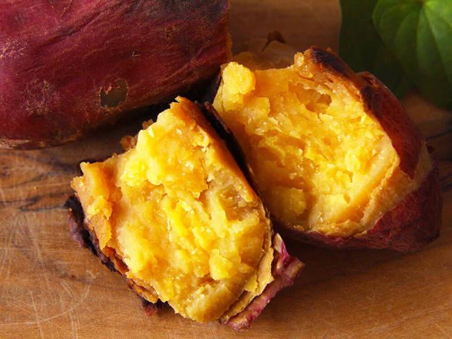 【知らなかった!】サツマイモは◯◯で焼くと超甘くなる! 家で「焼き芋」を作るときに押さえたいコツ4つ
