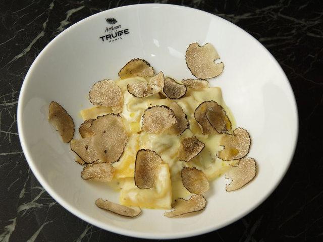 パリで大人気の「トリュフ専門店」が日本初上陸! サラダからデザートまで超絶トリュフまみれの食体験
