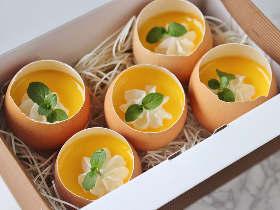 【簡単レシピ】卵の器がかわいすぎ! とろ~り濃厚な「カスタードプリン」の作り方