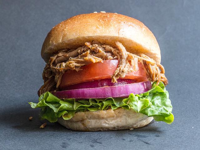 品川エキナカに新グルメ誕生! 肉汁あふれるプルドポークバーガーが超うまい『タミルズ』