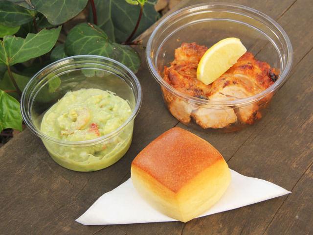 有機野菜デリが20種類以上!ほっと一息は天然酵母パンと一緒に