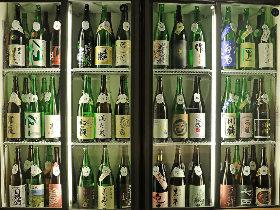 日本酒72種類が3,000円で飲み比べ放題! 渋谷駅チカで大人飲みできる隠れ家立ち飲みを発見