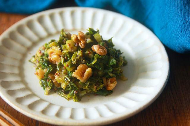 5分で作れる常備菜! 風味と食感を楽しむ「セロリの葉のマスタード炒め」