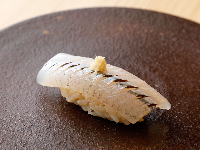 大ぶりな「握り」は食べごたえ抜群! カジュアルに本格「鮨」が楽しめる隠れ家鮨店『らんまる』