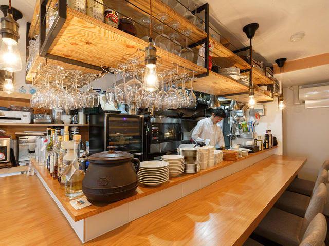 【1】ワインだけでも大歓迎!パリの街角のようにふらりと立ち寄りたい『BISITO』