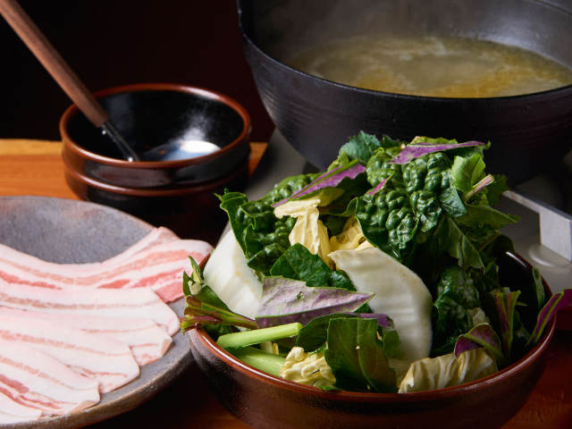 旬を食べる「草鍋」は夏でも注文殺到! 自家農園の朝どれ野菜が絶品すぎる、代々木上原の『どろまみれ』
