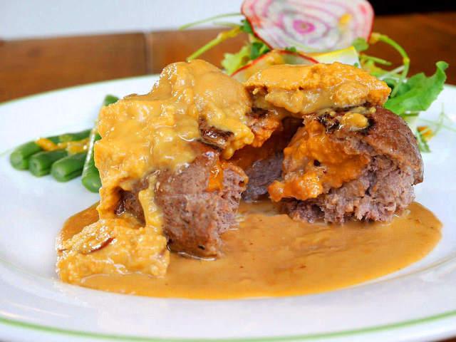 「ウニのハンバーグ」に「フォアグラのボロネーゼ」! 肉×豪華食材の饗宴に悶絶するレストラン