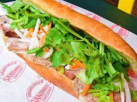 パンからはみ出る爆盛りパクチー!ベトナムのサンドイッチ「バインミー」が絶品の専門店にパクチストが歓喜