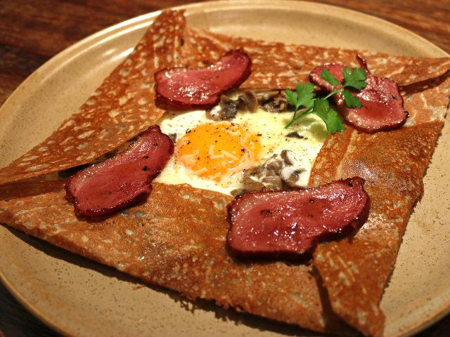 ブルターニュの本格「ガレット」が堪能できる! 日本初のクレープリー『ブレッツカフェ クレープリー』