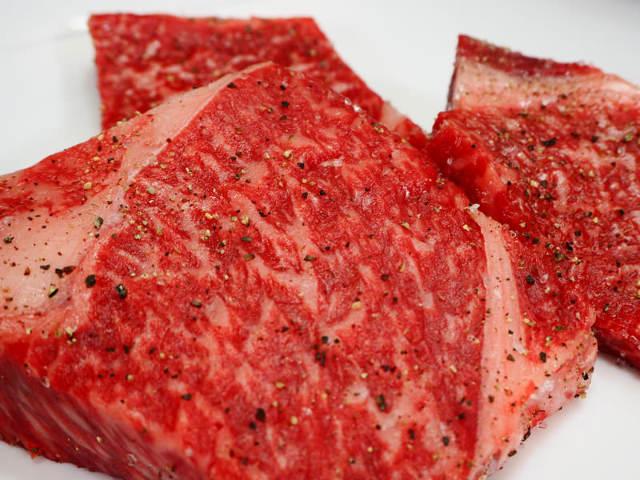 【肉好き必見】牛肉の目利きが伝授!ほんの一手間で自宅ステーキが超おいしくなるコツ