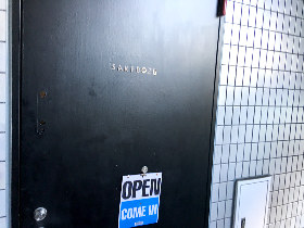 【奥渋にある隠れ家】日本酒好き、燗酒好きにはたまらない世界がこの扉の向こうでは待っている