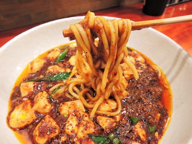 この辛さはクセになる! 看板「麻婆麺」が大人気のラーメン店が銀座にオープン