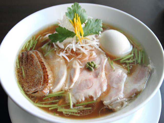 あっさりコク旨「鶏そば」に熱狂的ファン続出! 鶏を知り尽くした名職人のラーメン店『麺LABOひろ』
