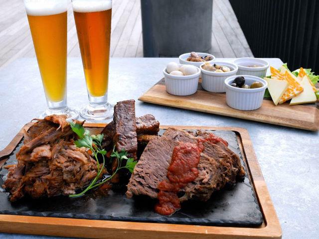 豪華「肉料理」がうますぎる! 本格クラフトビールと味わう「BBQレストラン」