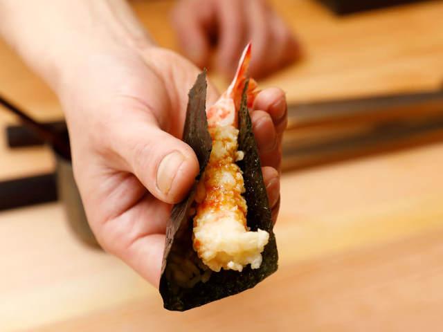 スペシャリテは「海老天巻き」!江戸前の技に「くずし」を加えた個性派鮨店、中目黒『鮨 おにかい』