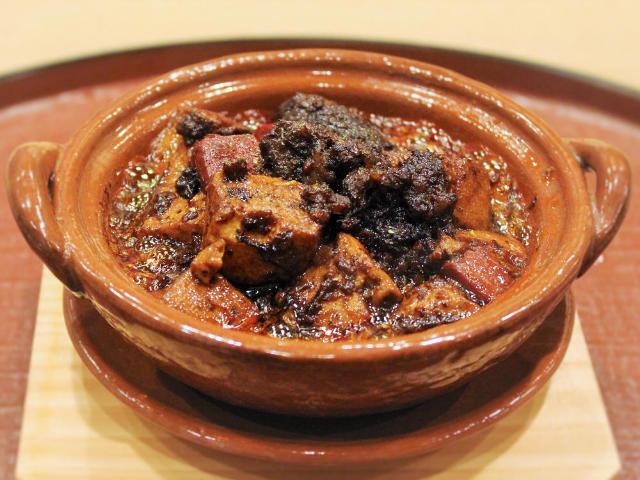 土鍋の「麻婆豆腐」がコク旨すぎる! 荒木町『の弥七』でしか味わえない新・中国料理