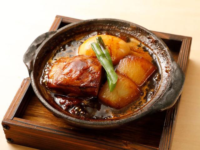 まろやかなコク! 熱々でやわらかな角煮は、京桜味噌で上品に