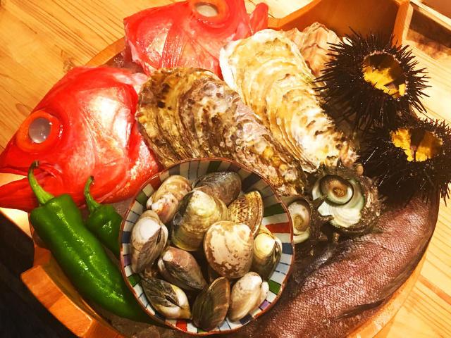 漁師直送! 「なくほどうまい旬の魚」を食べられる『なきざかな』【神楽坂】