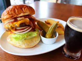 ちょい飲みにも!フレッシュネスバーガーの新業態『クラウンハウス』でハンバーガーとクラフトビールを堪能