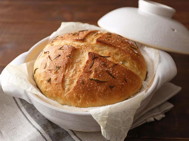 ふっくらモッチモチ! 土鍋で簡単に作れる「もっちりカンパーニュ」がおいしすぎて毎日食べたい