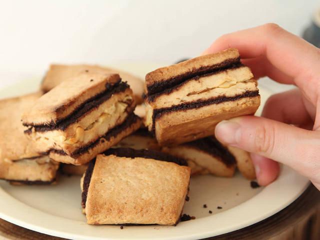 重ねて焼くだけの「しましまスコーン」が可愛すぎ! ジャムやココアパウダーで簡単に作れるスコーンレシピ