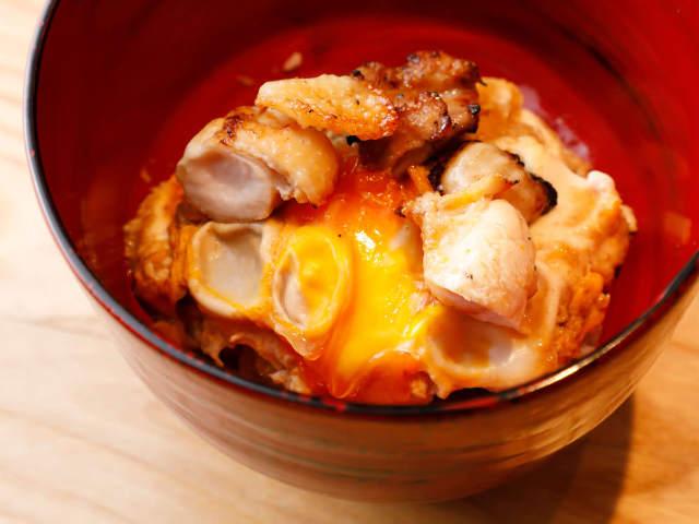 究極の地鶏で作る「おやこまご丼」が濃厚、超うまい! 養鶏も手掛ける六本木の焼鳥店『焼鶏 ひらこ』