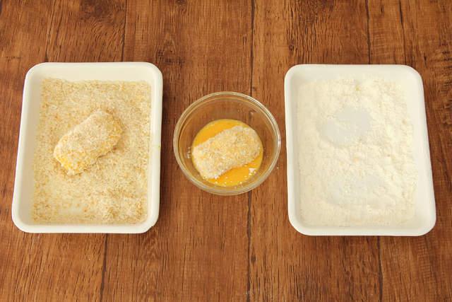 【point4】ザクザク食感にするために「粗挽きパン粉」を2度付け!