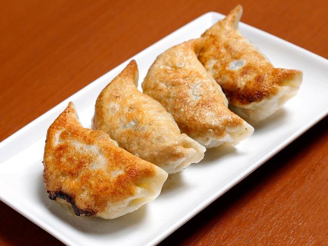 日本一、作るのが面倒な「餃子」とは? ウマすぎて、餃子LOVE芸人も唸った無類の「餃子BAR」