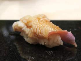 鮨屋なのに「握らない鮨屋」とグルメ通に話題! 10,000円でお腹いっぱい鮨とつまみを堪能できる名店