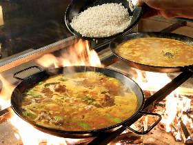 これが薪火で炊きあげる「本物のパエリア」だ!本場スペインの味にトコトンこだわる絶品「パエリア」専門店