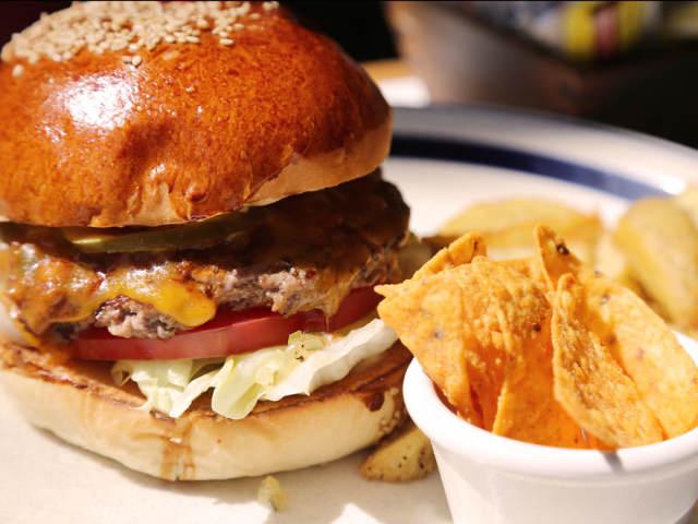 連日行列!あなたのハンバーガー欲を満たす、ジューシー&肉厚バーガーが超話題!